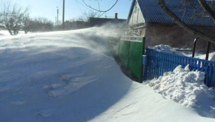 2 способа убрать снег без специальной техники